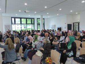 Verleihung der Zertifikate der Frauenbildungskurse des IKE Remscheid. Foto: © IKE Remscheid